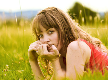 thoughtful girl 5 Great Ways to Overcome Negative Thinking Patterns